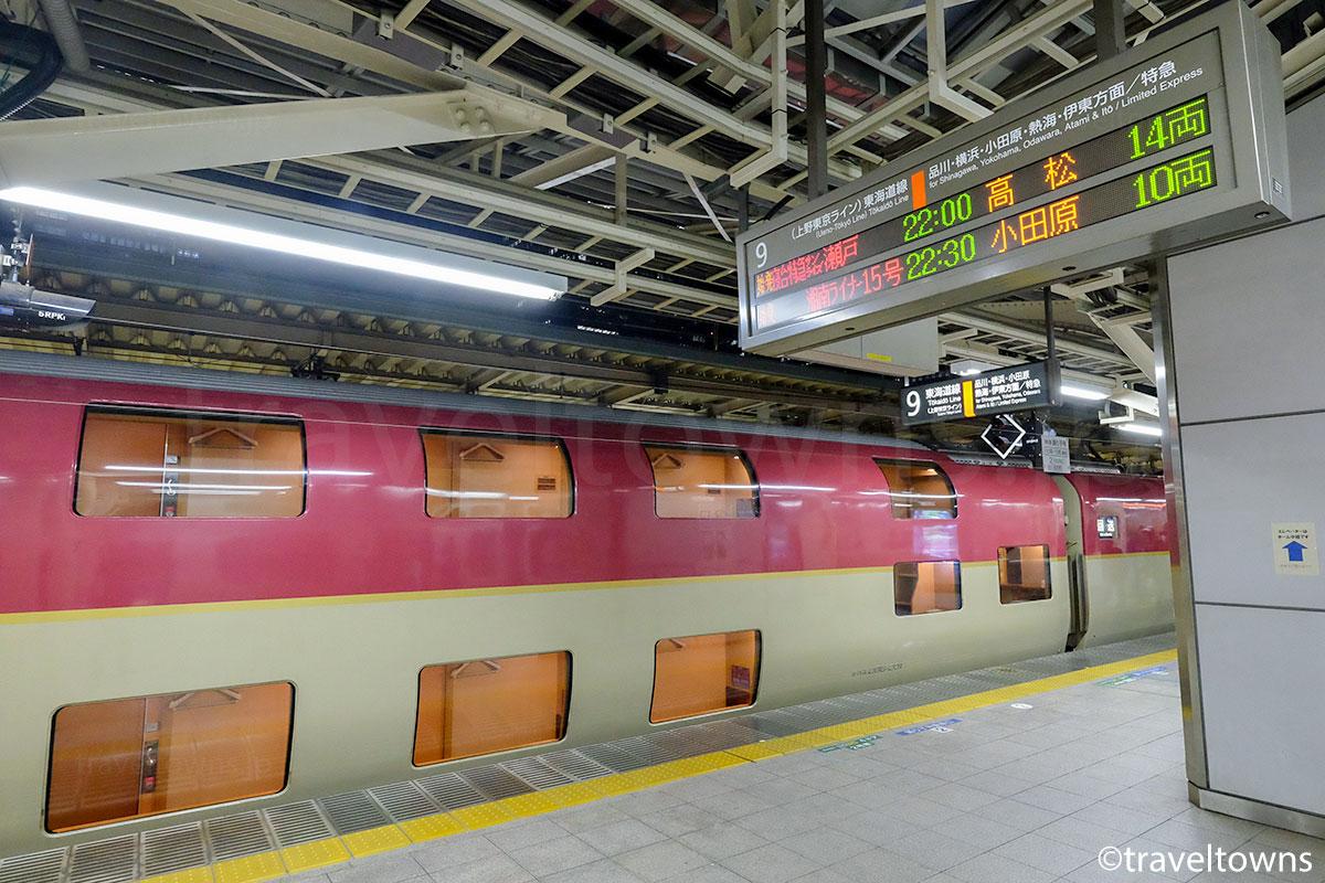 東京駅に停車中の寝台特急サンライズ瀬戸