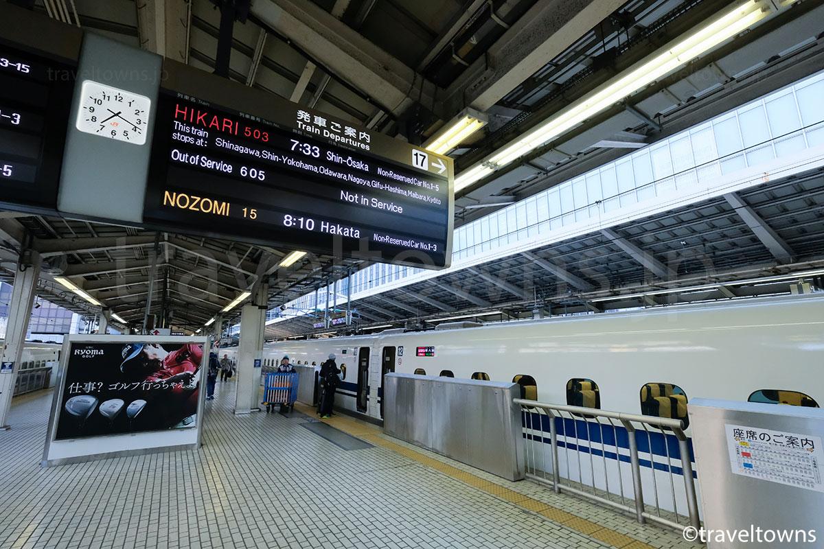 東京駅に停車中の東海道新幹線「ひかり」503号