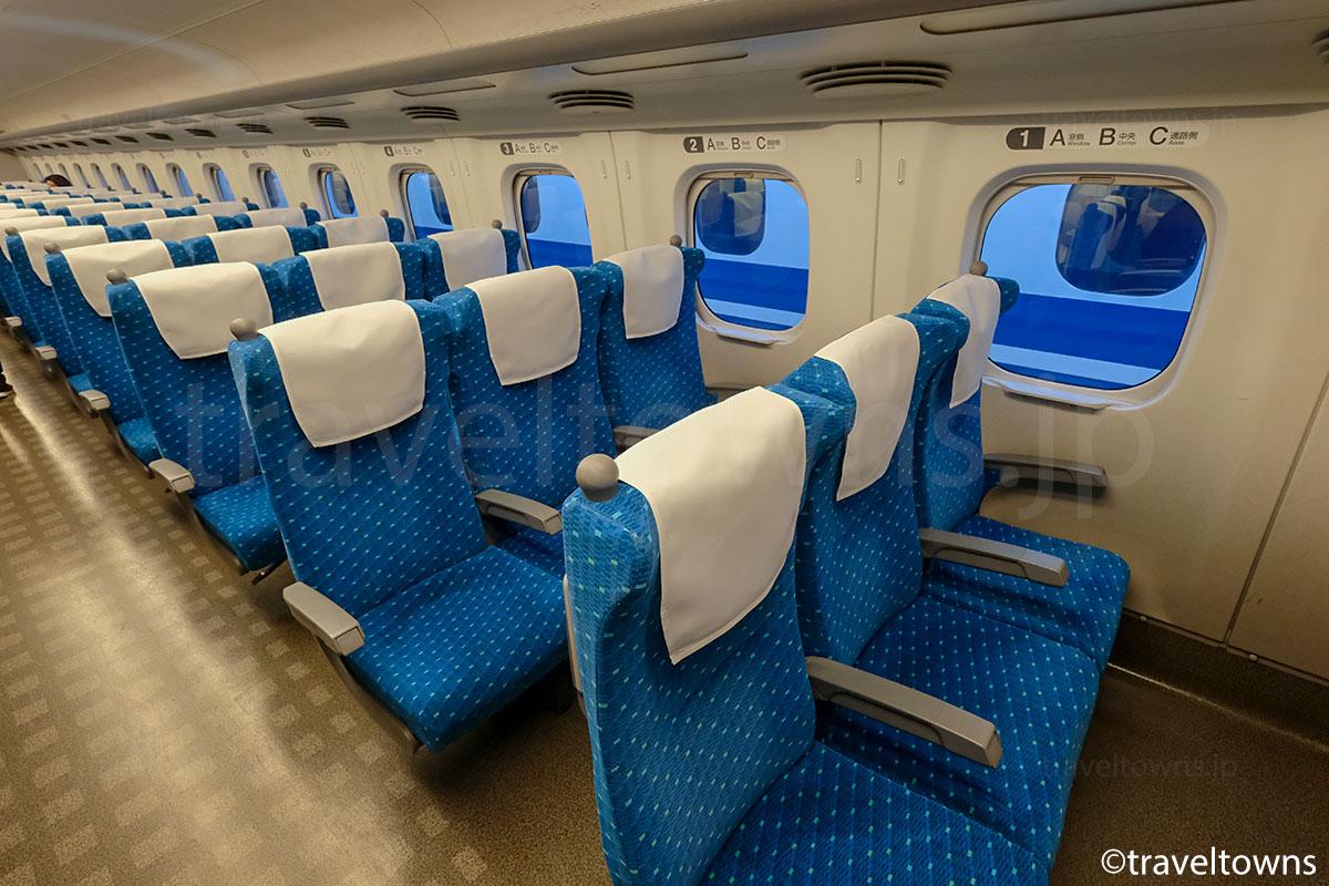 東海道新幹線N700系の普通座席(3人席側)