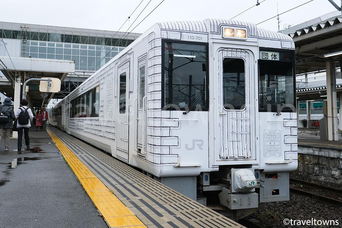 八戸駅に停車中の東北エモーション