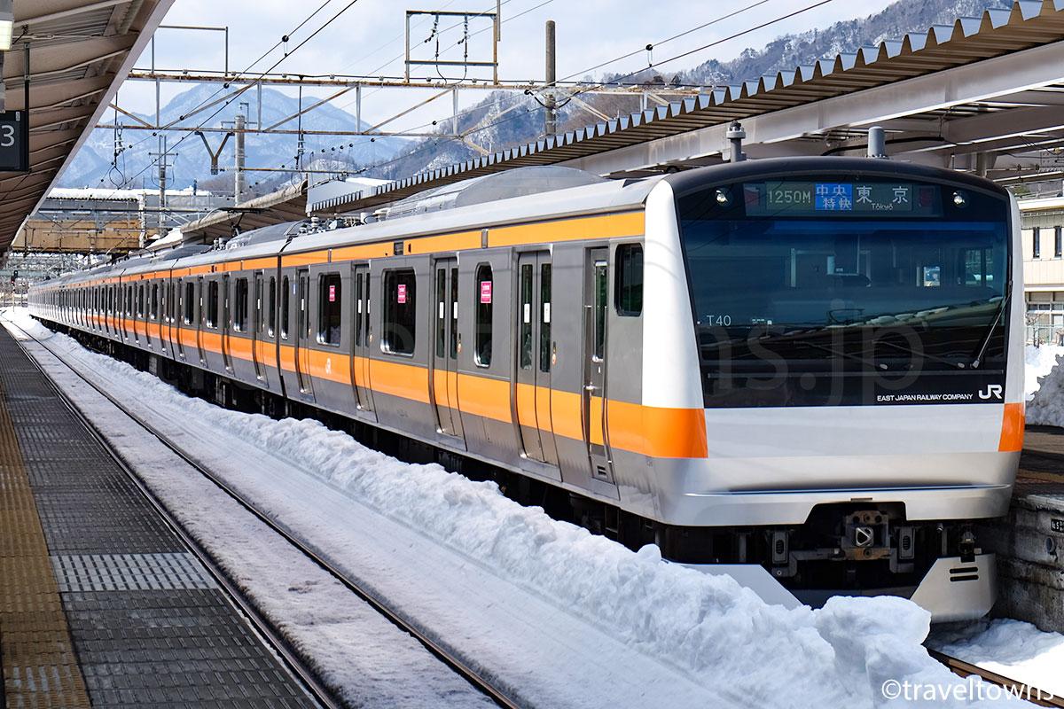 大月駅に停車中の中央特快 東京行き