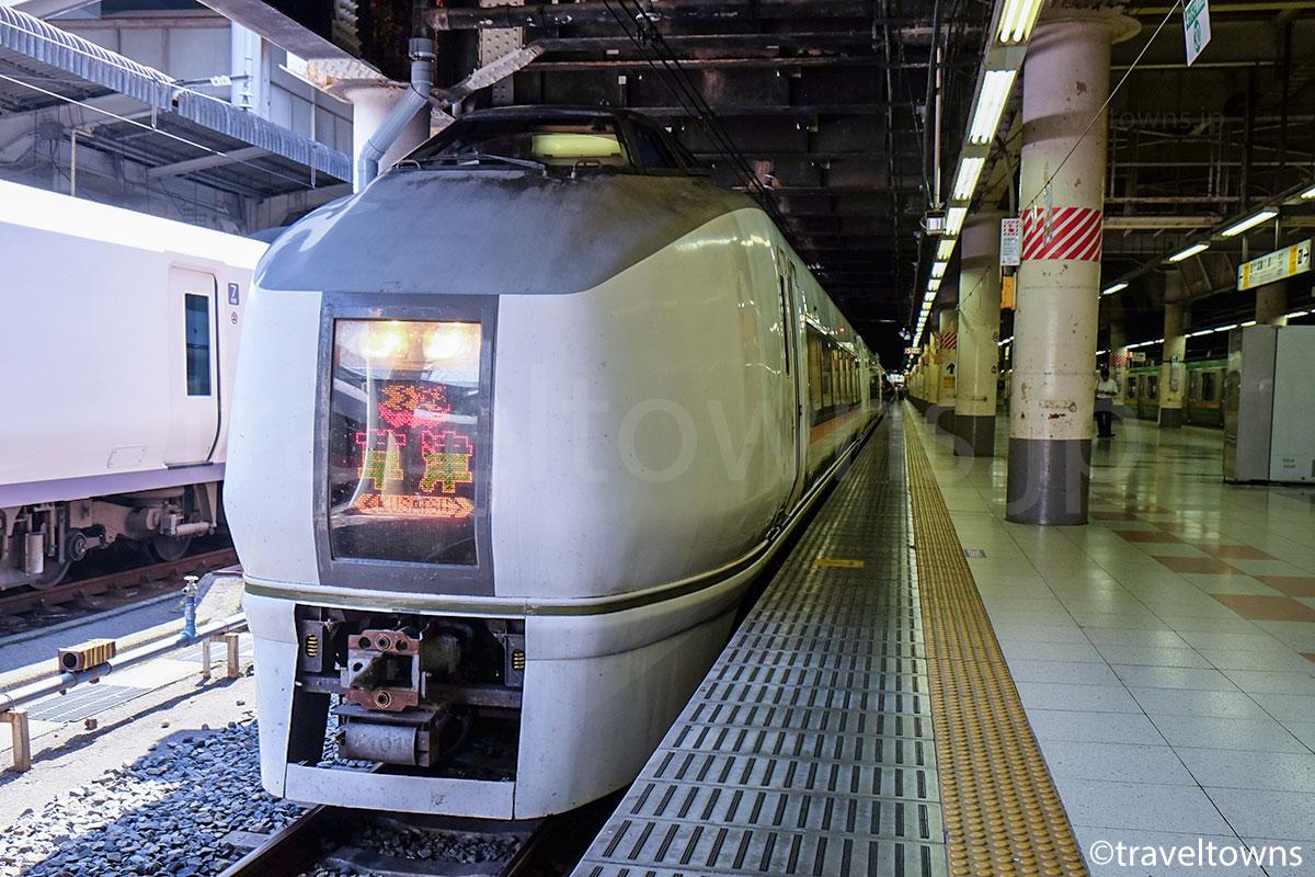 上野駅に停車中の特急草津