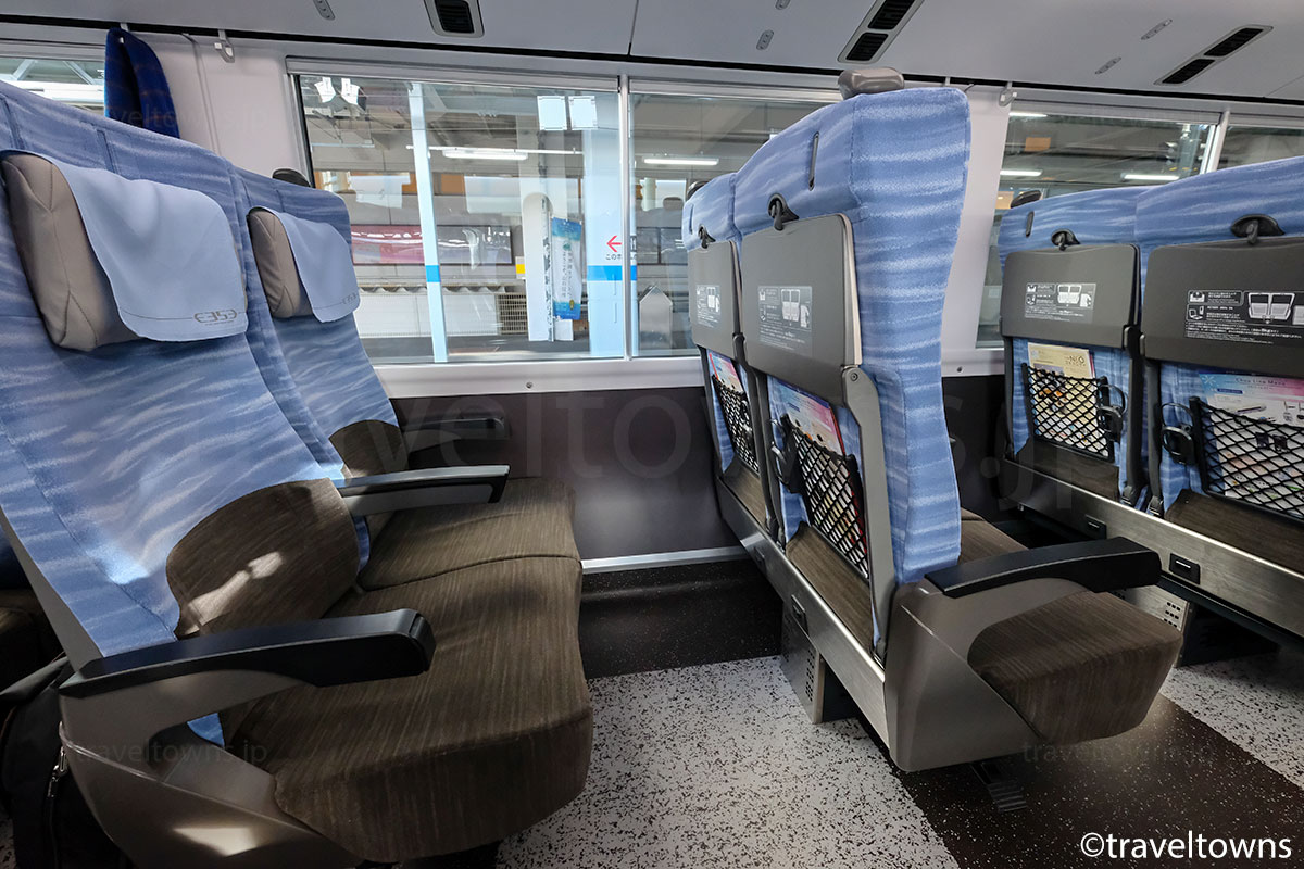 E353系の普通座席