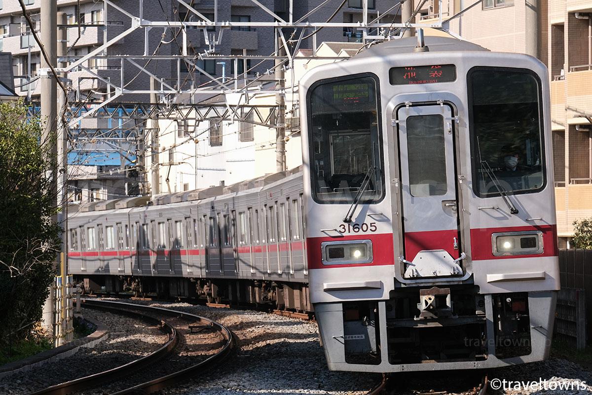 下板橋~北池袋駅間を走る東武東上線の快速池袋行き