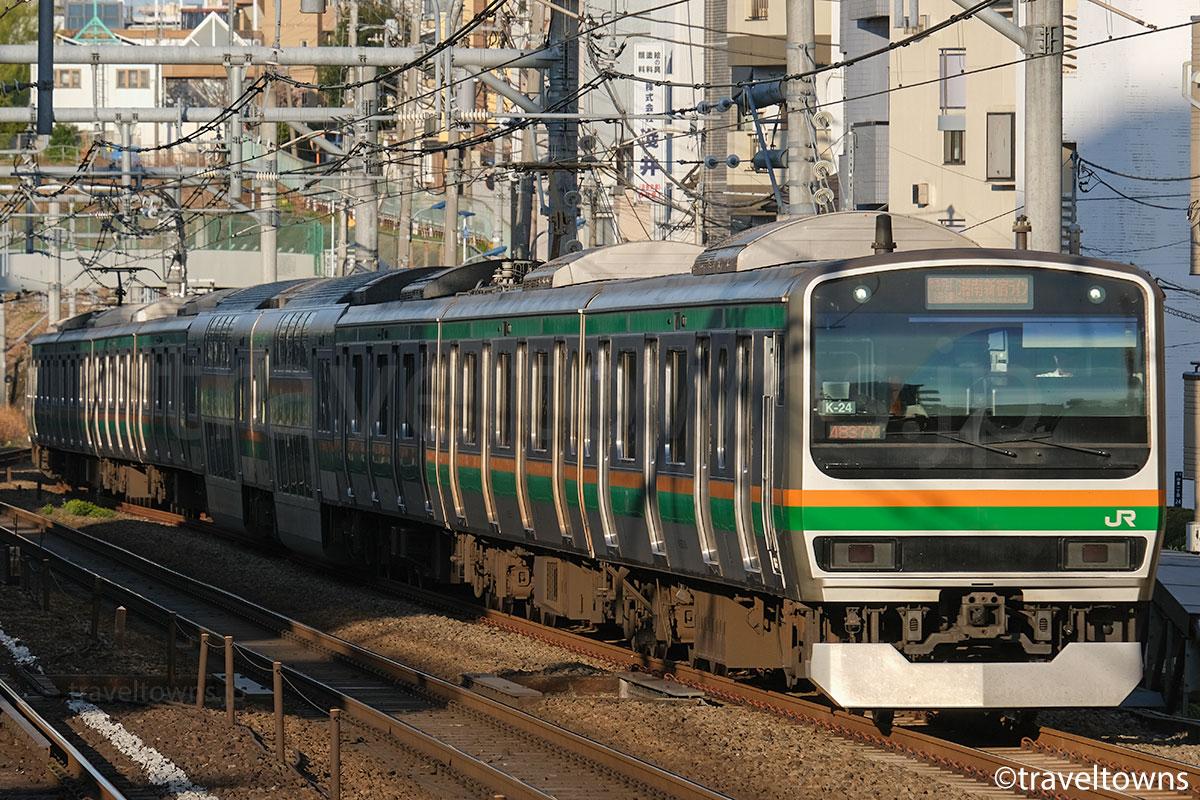 駒込駅付近を走るJR湘南新宿ラインの特別快速