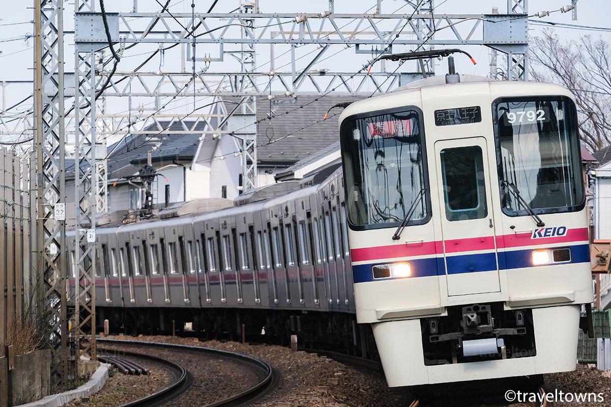 分倍河原~中河原駅間を走る京王線の特急